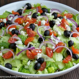 Lettuce, tomato, cucumber, black olives, red onion and feta cheese.